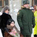 Под окнами новосибирской медсестры-ветерана ВОВ военнослужащие дали концерт