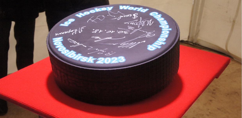 Символическая шайба МЧМ-2023 по хоккею в Новосибирске победа хоккеистов новосибирск