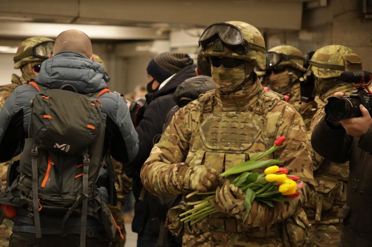 8 марта, ЦВО, цветы, военный