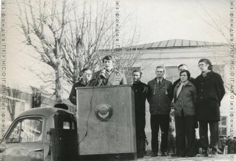 Митинг на комсомольском субботнике в Новосибирском вагонном депо 1976