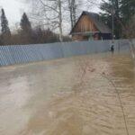Садовые общества на окраине Новокузнецка ушли под воду. Первые кадры кузбасской «Венеции» (видео)
