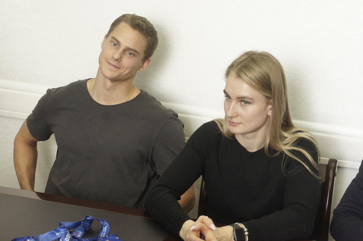 Пловцы Владимир Морозов и Арина Суркова