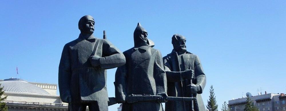 памятник на площади Ленина