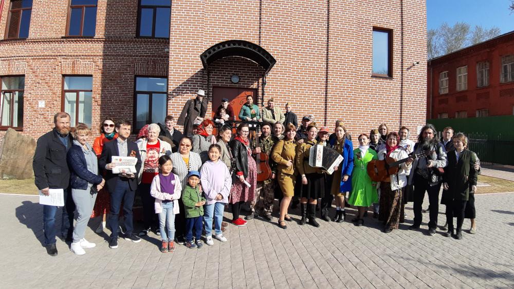 9 мая в Военном городке № 17 Новосибирска состоялся песенный флешмоб