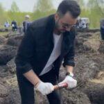 В ходе акции «Сад памяти» в Кузбассе дерево посадил известный певец