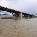 В Новосибирске вечером 9 мая перекроют Октябрьский мост