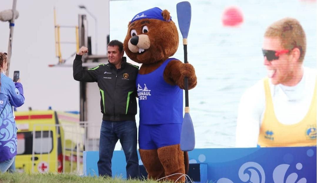 Бобер - талисман Кубка мира по гребле в Барнауле