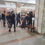 Подробности  ЧП в Новосибирском метро. На станции «Октябрьская» мужчина упал на рельсы.