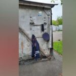В Кемерово около мусорных контейнеров кто-то забыл полицейскую форму