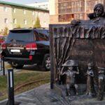 Памятник Гоголю установили в Новосибирске