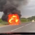 На трассе в Кузбассе горит газель