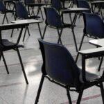 Выпускники уже пяти школ Новосибирска не могут сдать ЕГЭ. Они все на карантине