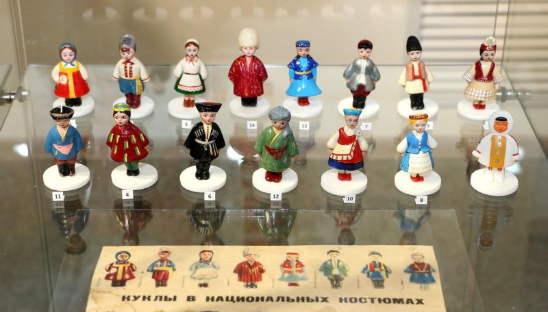Куклы в чемоданах