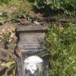 Объявлен розыск: в Кузбассе водитель сбился с курса и поехал по кладбищу прямо по могилам