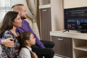 семья у телевизора