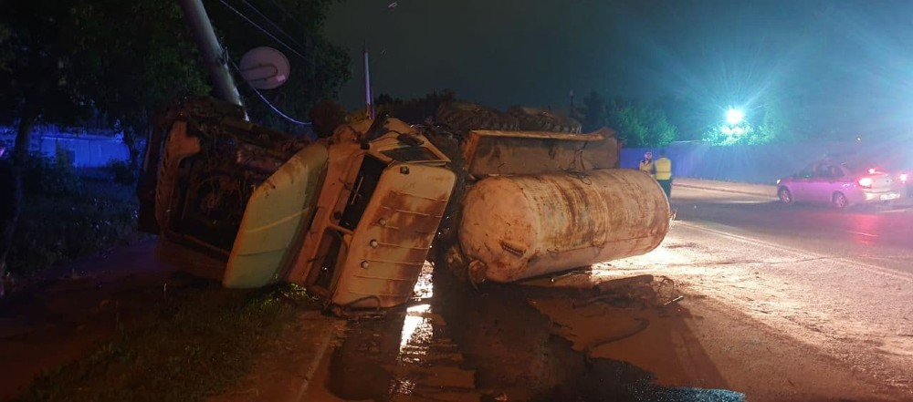 перевернулся грузовик-17-06-21