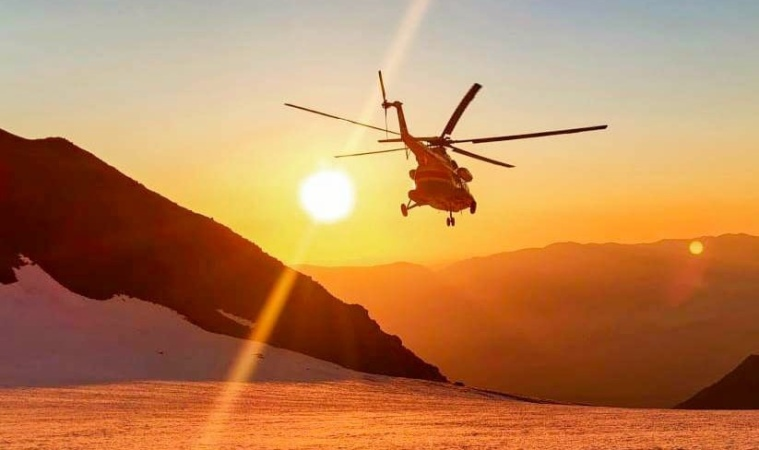 вертолет, горы