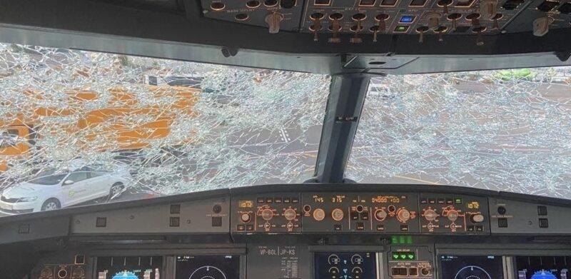 самолет, лобовое стекло