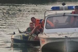 спасатели, вода, лодка