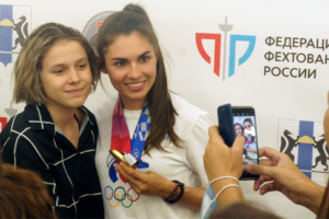 двукратная олимпийская чемпионка по фехтованию София Позднякова