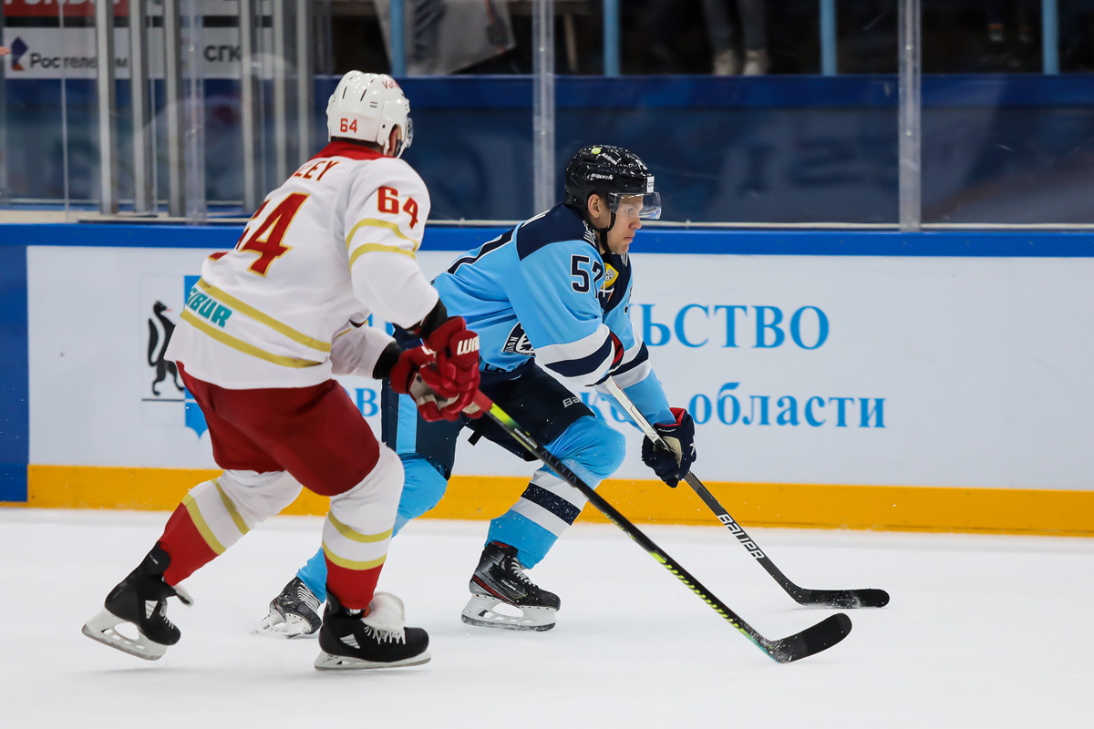 нападающий «Сибири» Антон Ведин