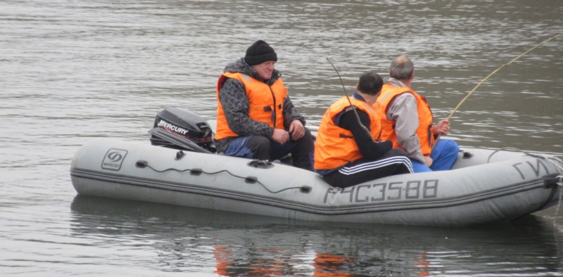 лодка, спасатели