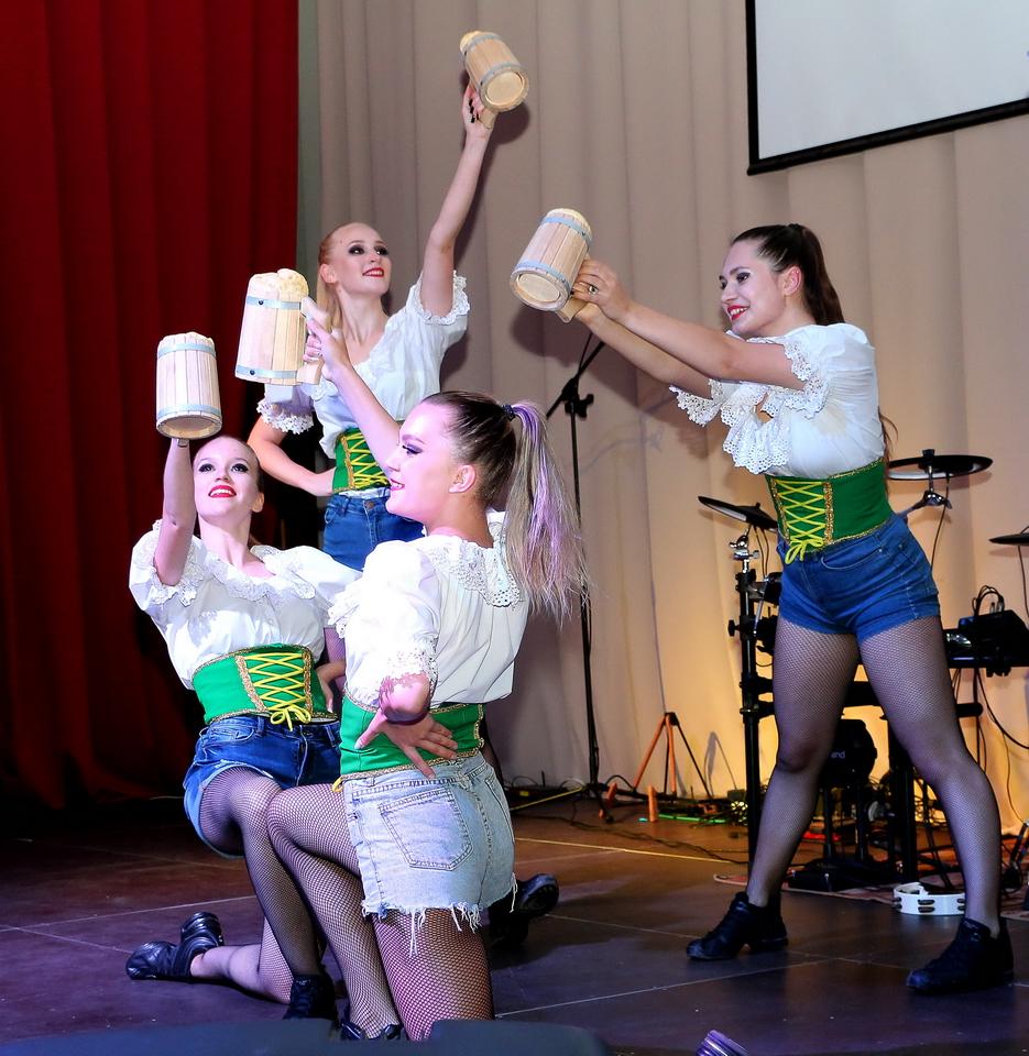 октоберфест прошел вчера в Новосибирском областном российско-немецком доме